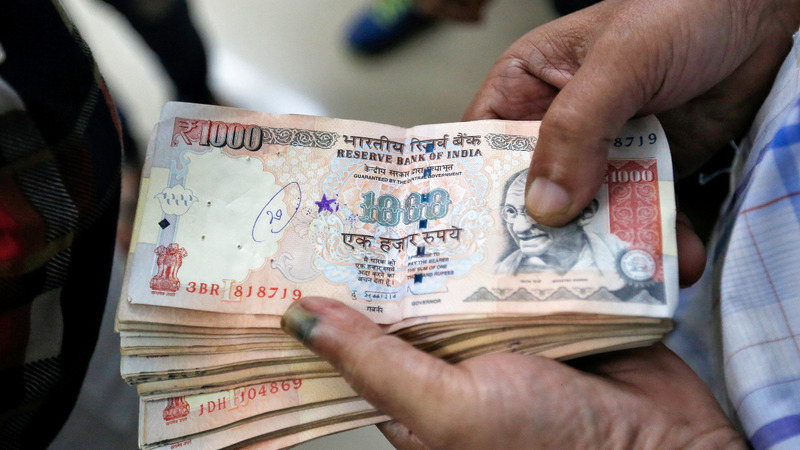 Chaos as India bans large cash bills