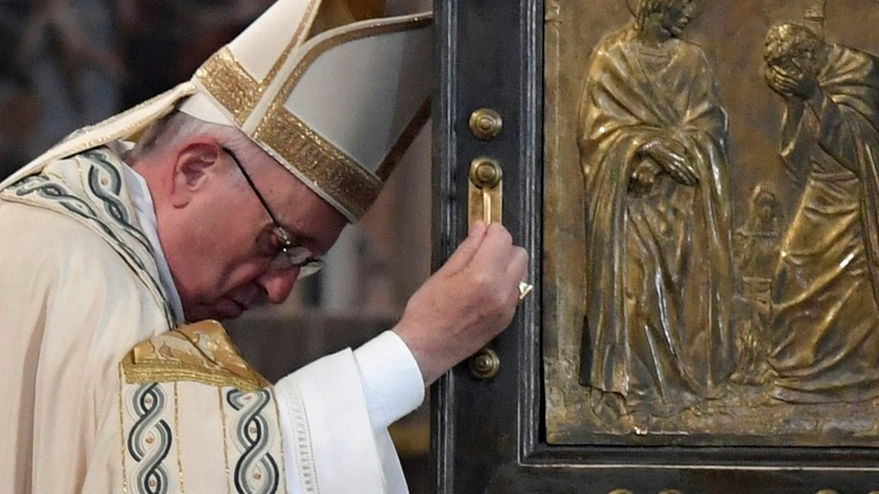 Pope extends power to forgive abortion