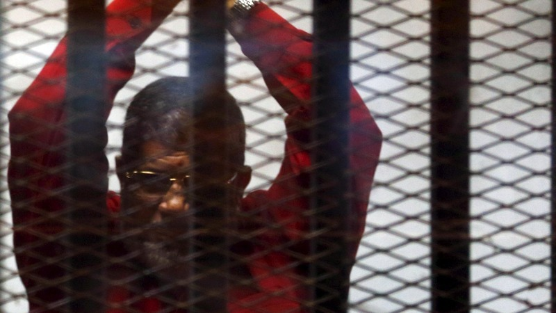 Egypt overturns life sentence for Mursi