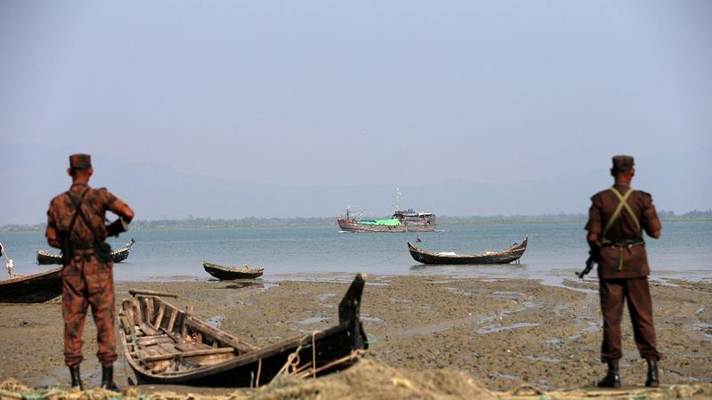 Hundreds of Rohingya flee deadly Myanmar crisis
