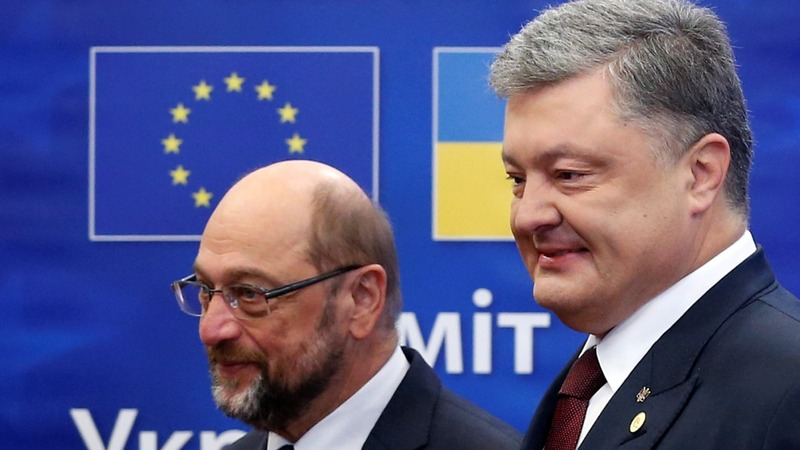 EU pledges support to Ukraine as problems rise