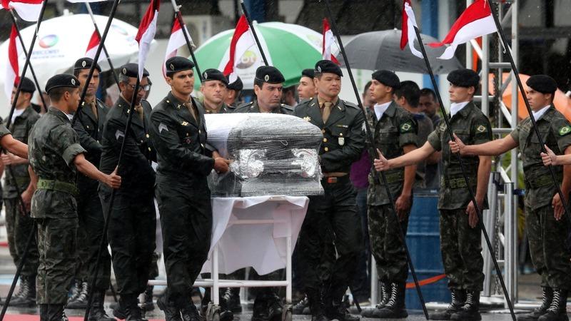 Brazil grieves as soccer plane-crash victims arrive