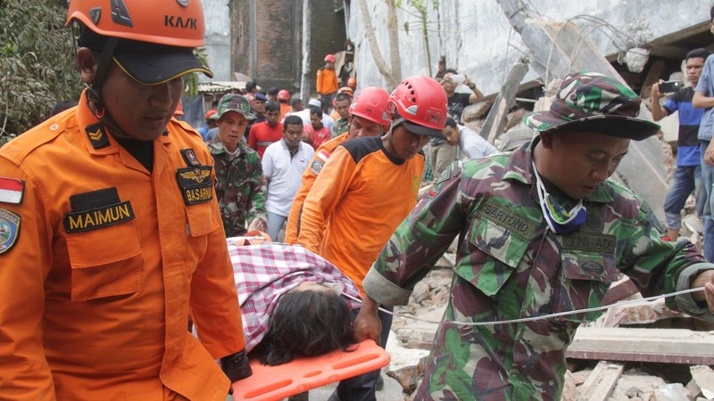 Nearly 100 dead, 500 hurt in Indonesia quake