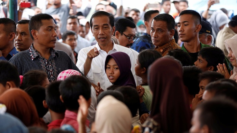 Indonesia's president visits hard-hit quake zone