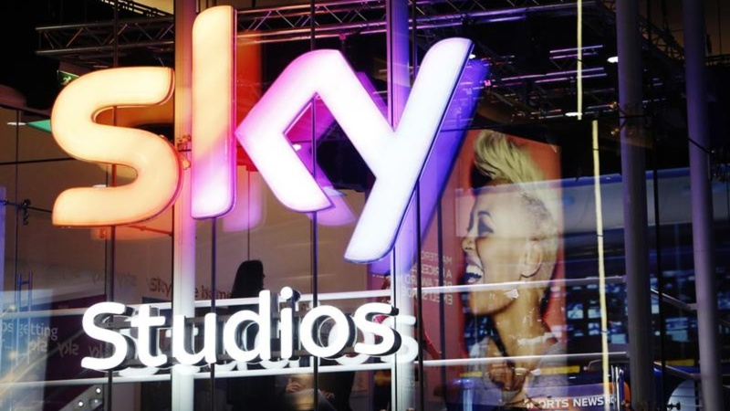 Murdoch's Fox bids for UK pay TV company Sky