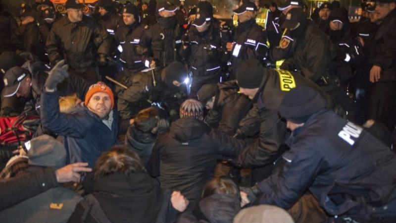 Polish police clash with protesters at parliament blockade