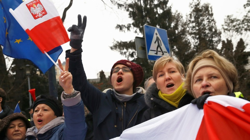 Poland protests as political crisis deepens