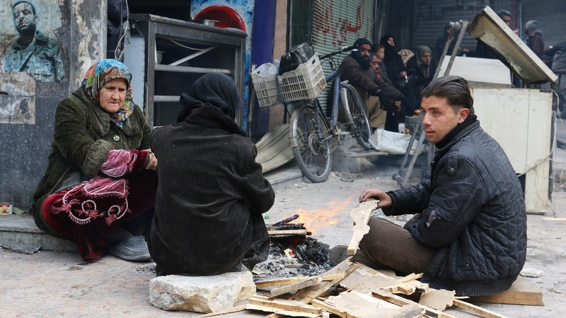 Aleppo evacuation: Thousands await 'new deal'