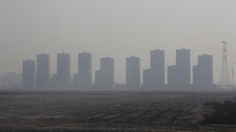 China chokes through a five-day pollution red alert
