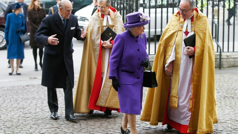 UK queen misses Christmas church due to cold