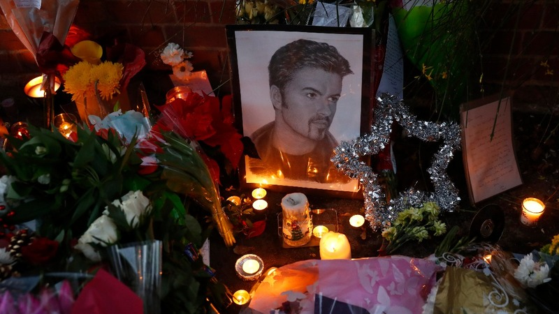 Fans grieve for pop icon George Michael