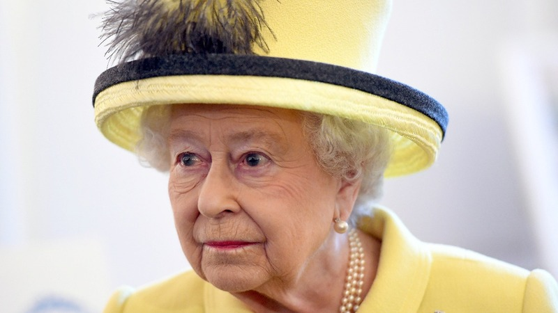 Queen Elizabeth misses New Year's Day service