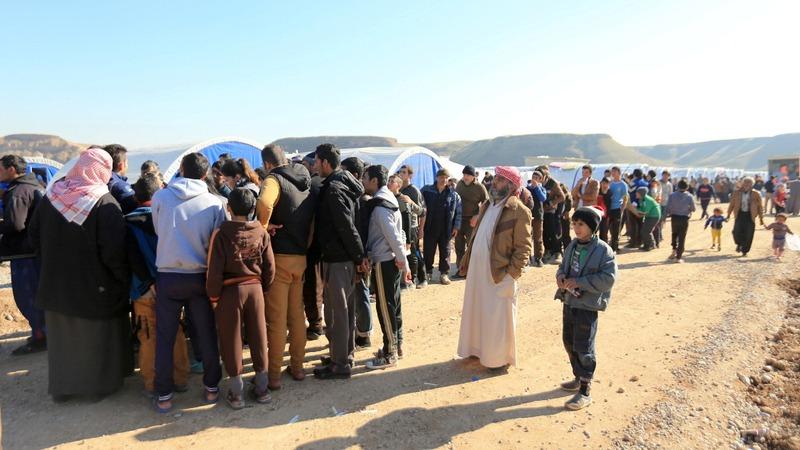 Hundreds of civilians flee Mosul