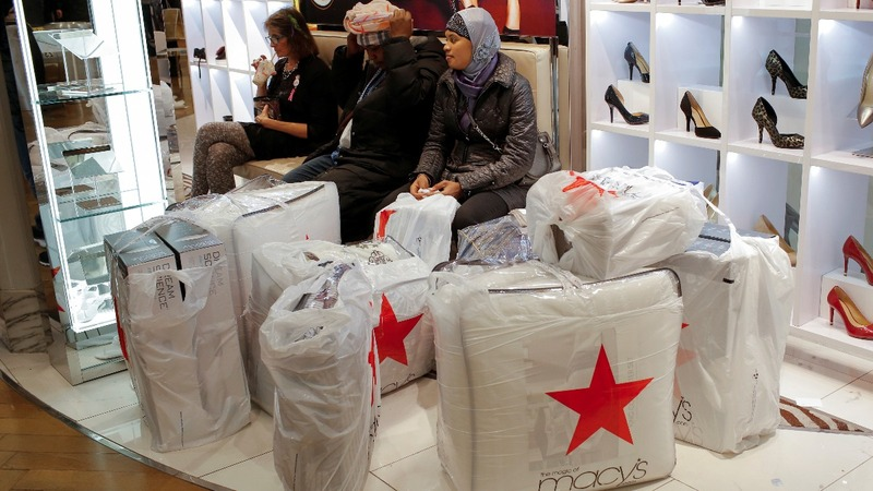 Macy's, Kohl's crushed by dismal holiday sales