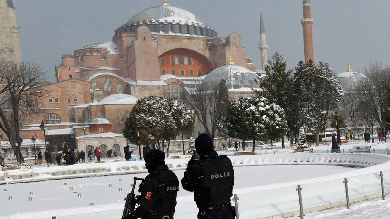 Year of crises take toll on Turkey's lira
