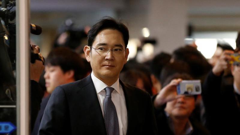 S. Korea seeks arrest of Samsung boss Lee
