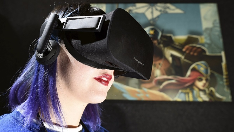 Facebook CEO defends Oculus in stolen tech lawsuit