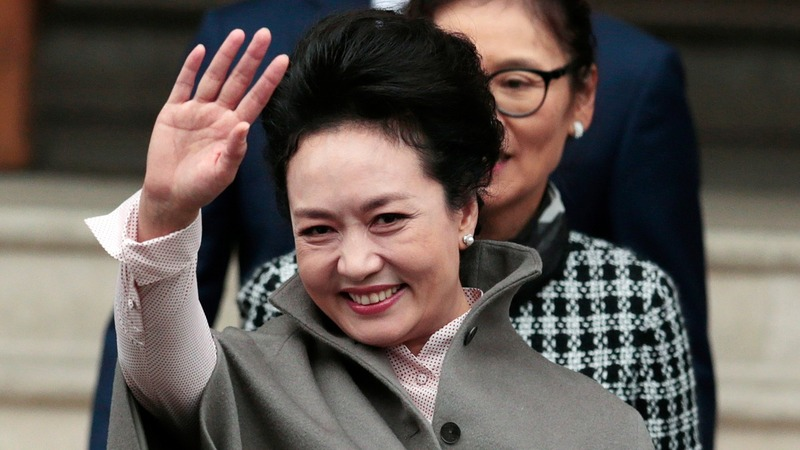 China's first lady given luxury musical box at Davos