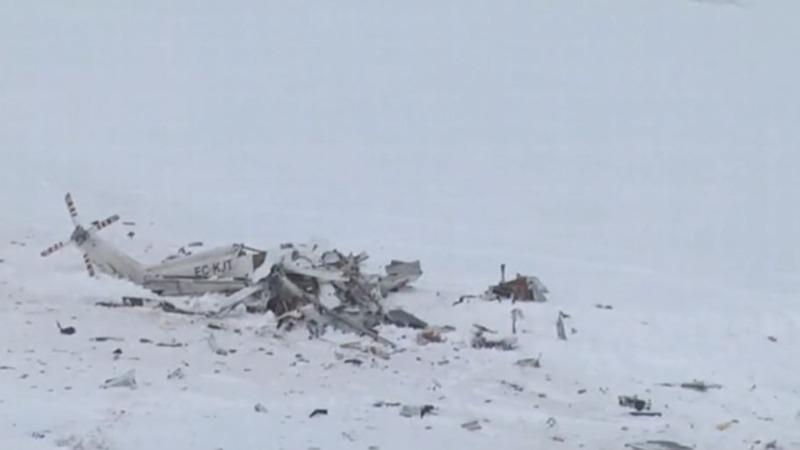 Helicopter crash kills 6 near Italy avalanche