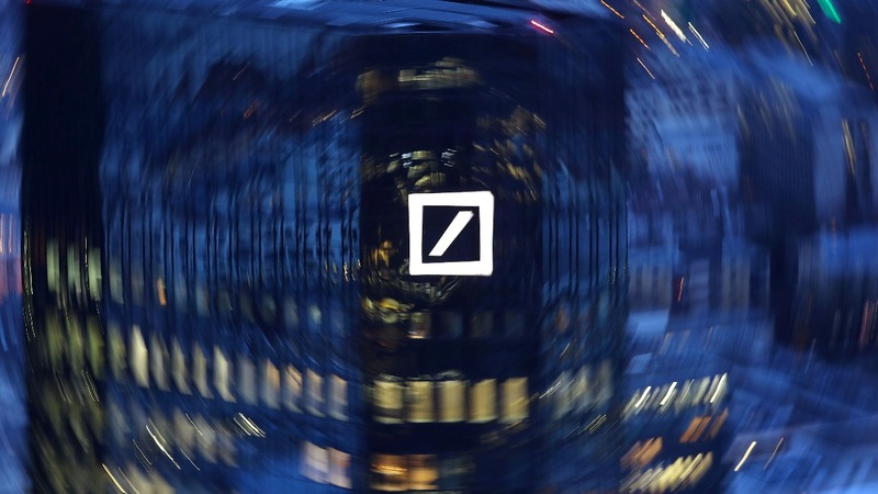 Deutsche Bank lags rivals with big Q4 loss