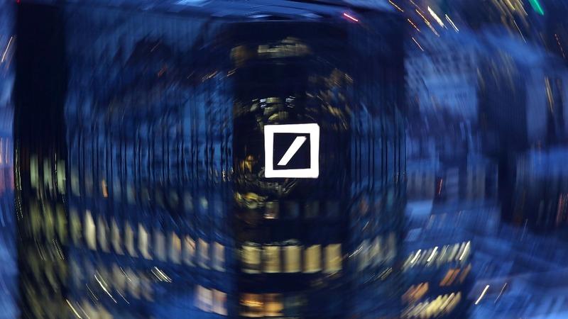 Deutsche Bank lags rivals with big Q4 loss