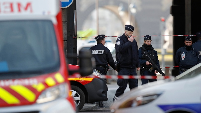 Machete-wielding man shot near Paris's Louvre