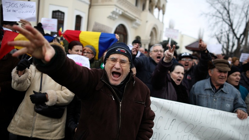 Romania protests continue despite government climbdown