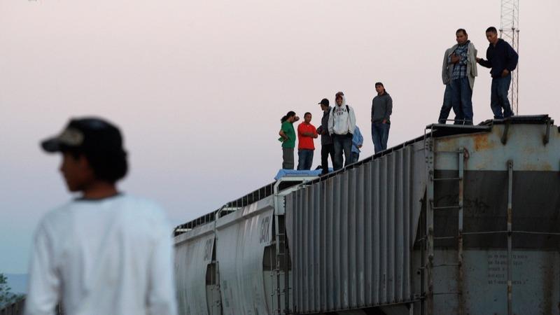 Central American migrants push for U.S. border