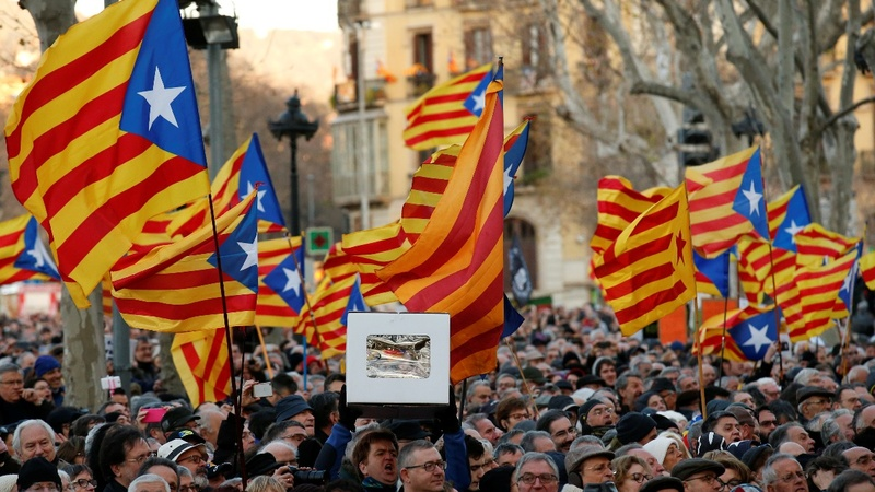 Thousands protest Catalan referendum trial