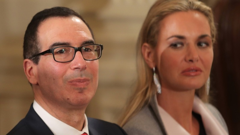 Ex-Wall Street banker Mnuchin set to lead Treasury Dept.