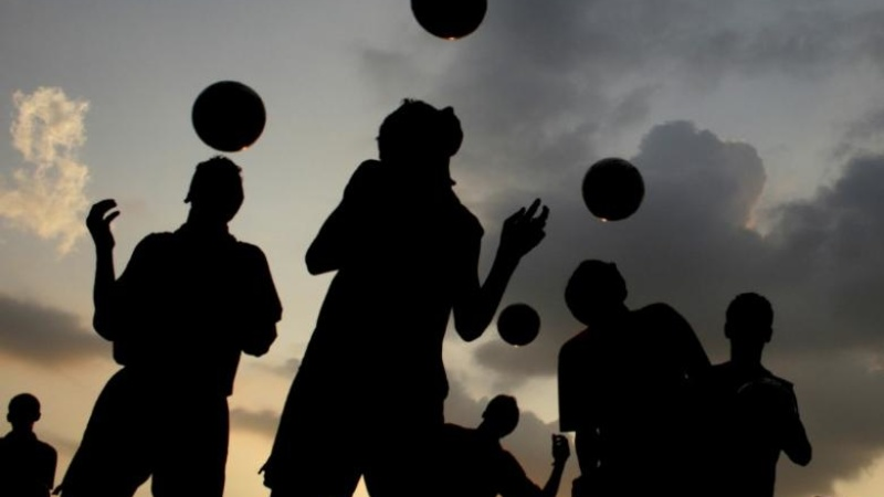 Brain damage link fuels soccer heading fears