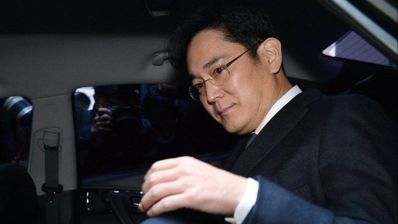 Samsung head Jay Y. Lee arrested over alleged bribes