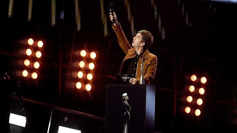 Late David Bowie honoured at BRIT Awards