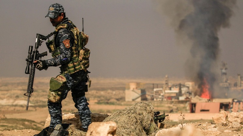 Iraqi forces storm Mosul airport, military base