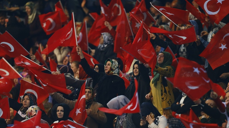 PM seeks votes for 'stable' Turkey in referendum