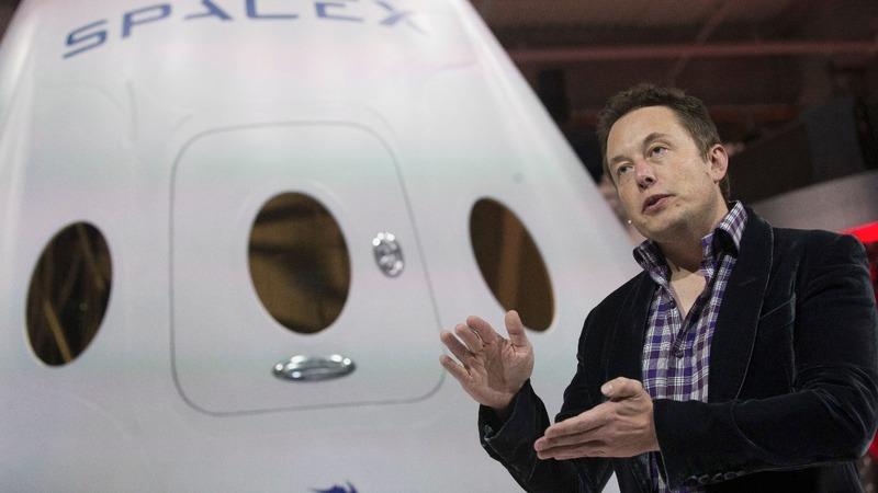 SpaceX plans 2018 tourist flight around the moon