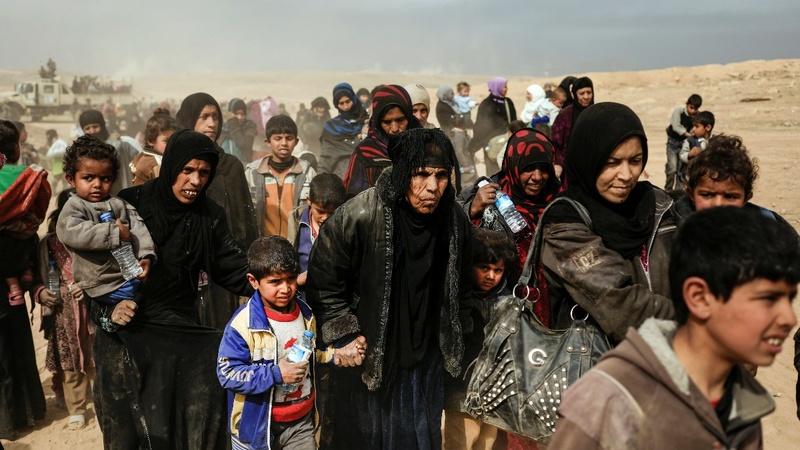 Civilians flee as battle of Mosul intensifies