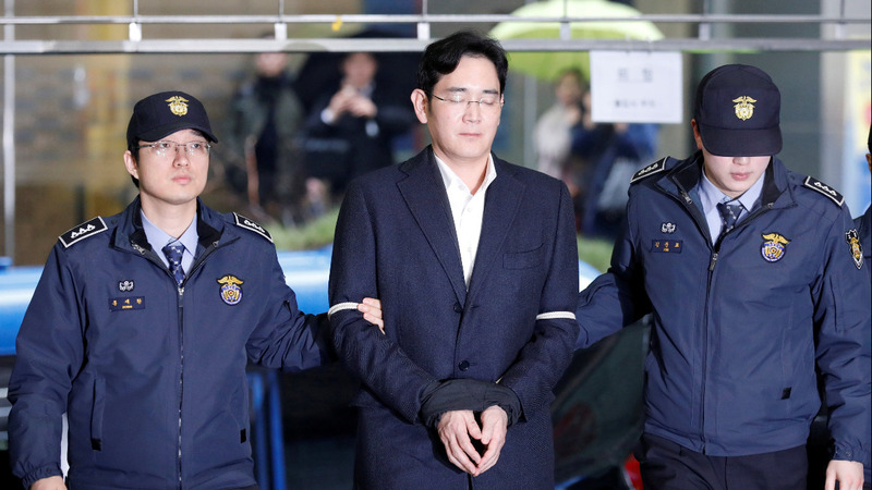 Samsung chief Lee charged with bribery, embezzlement