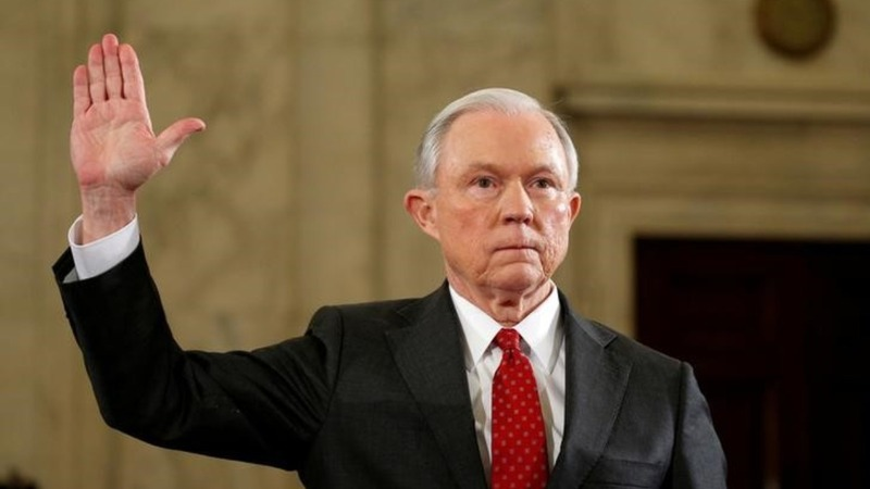 Calls for Sessions to quit amid reports of Russian contacts