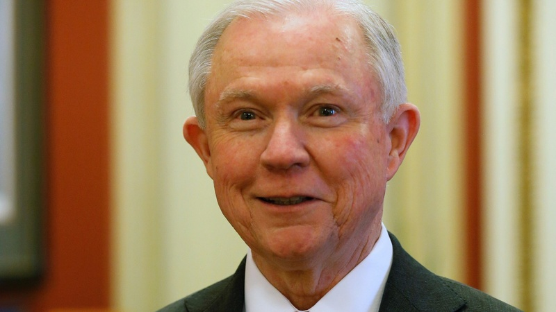 Top Republicans push Sessions to recuse himself on Russia