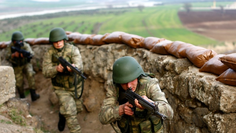 Turkey clamps down Syria border as I.S. battle looms