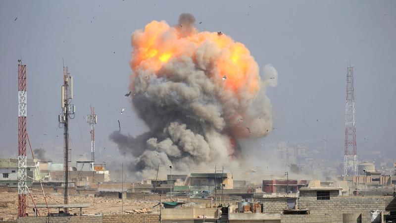 Iraq seizes Mosul government HQ from I.S.