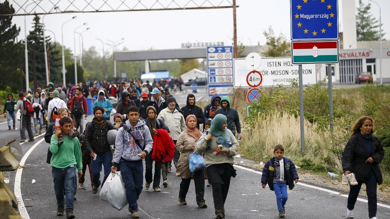 Hungary passes law allowing refugee detention