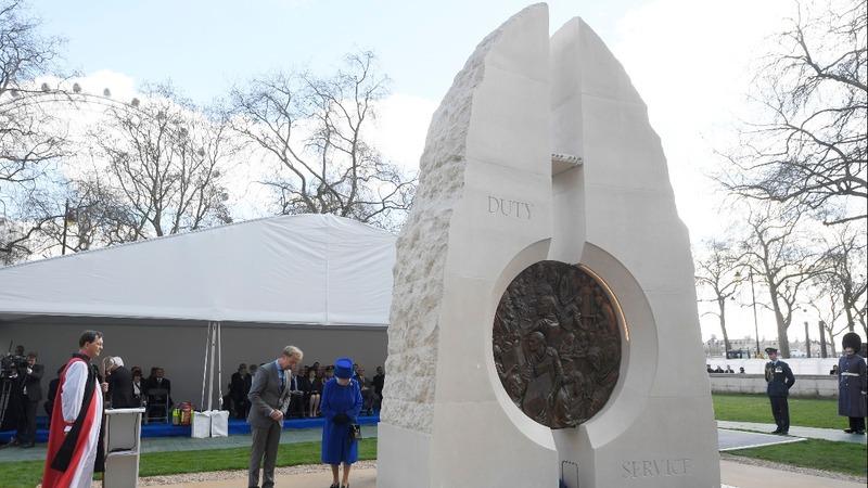 INSIGHT: Queen unveils Afghanistan, Iraq war memorial