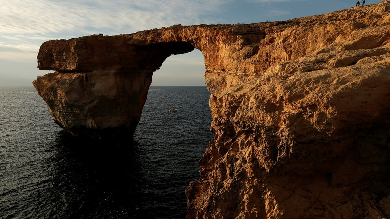 Malta looks to rebuild iconic tourist site after collapse