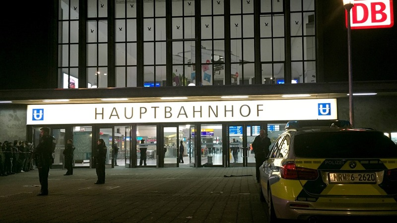Axe attacker injures 5 in Dusseldorf