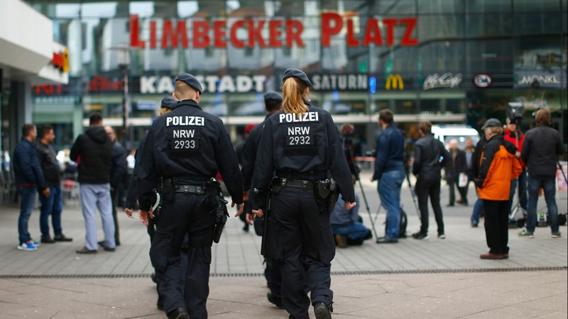 German police shut mall over attack threat