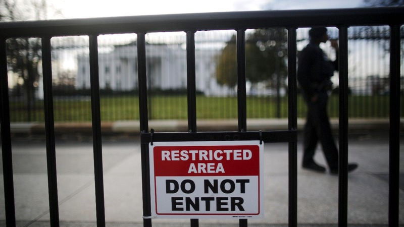 Man faces 10-year sentence after scaling White House fence