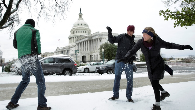 Winter storm drops snow across northeastern U.S.
