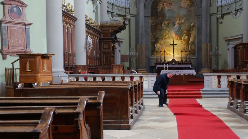 Bishop bucks Hungarian anti-migrant stance